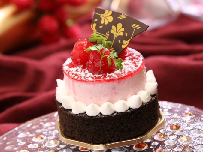 france_confectionery_raspberry_cake